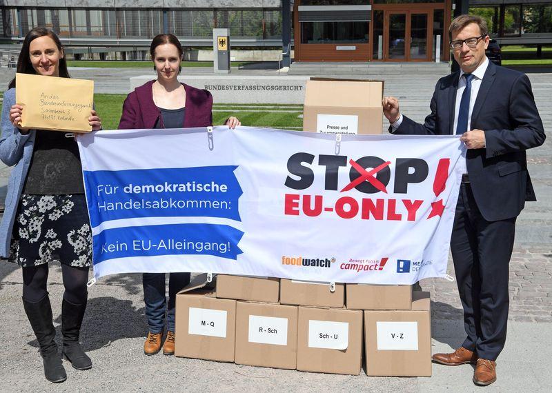 Aktionsbündnis reicht Verfassungsbeschwerde gegen EU-Handelsabkommen mit Singapur ein
