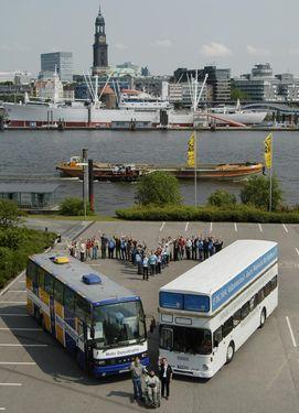 """Das """"Herz der Demokratie"""": Eine Skulptur aus Demokratie-Omnibussen"""