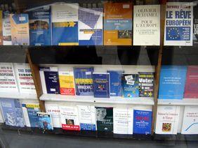 Buchladen mit Büchern zum Referendum