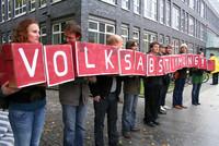 Volksentscheid ins Grundgesetz: Aktion zu den Koalitionsverhandlungen in Berlin