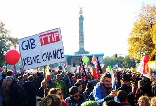 Foto einer Stop TTIP Großdemo